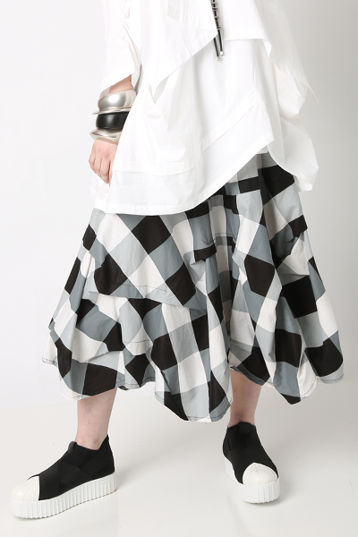 Manifold Skirt in Nove Carnaby
