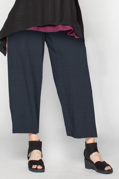 Crop Pant in Navy Roma
