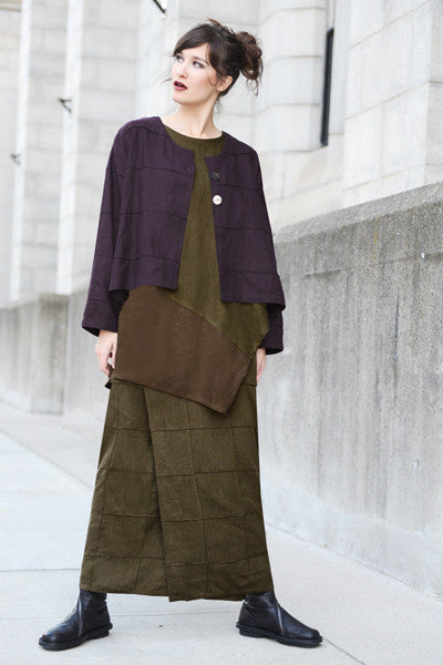 Shown w/ Quadro Overlap Skirt and Quadra Crop Jacket