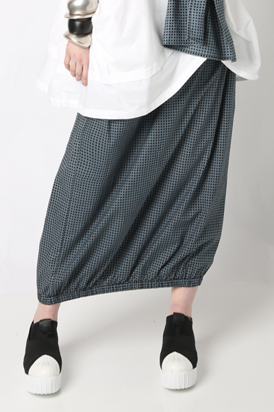 Tunnel Skirt in Uno Carnaby