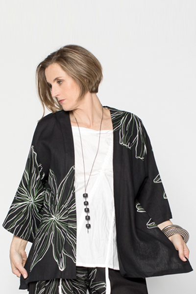 Short Kimono Jacket in Black Chrysanthemum Roma