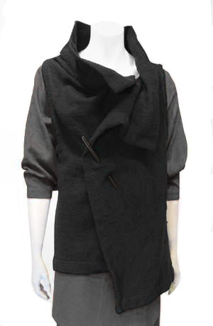 Easy Vest in Black Woven