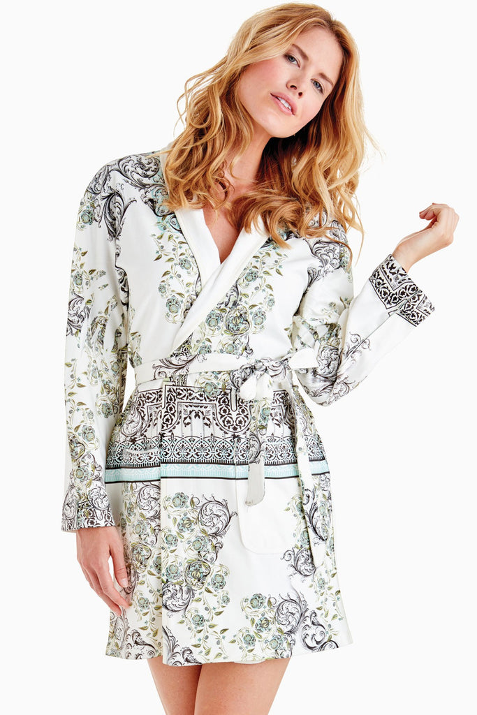 Wrap Up Ivy Short Robe