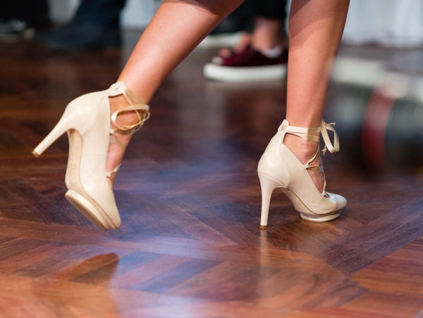 Quick tips on how to walk (correctly) in high-heels
