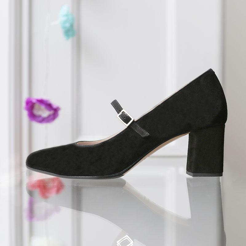 lovely-lili-black-suede-block-heel-pump-roccamore