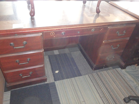 TRADITIONAL DESK USED