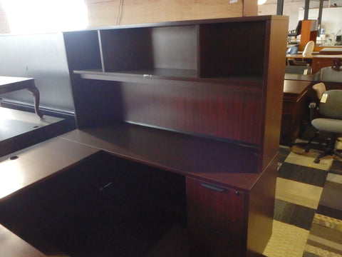 USED U-WORK STATION WITH OPEN HUTCH