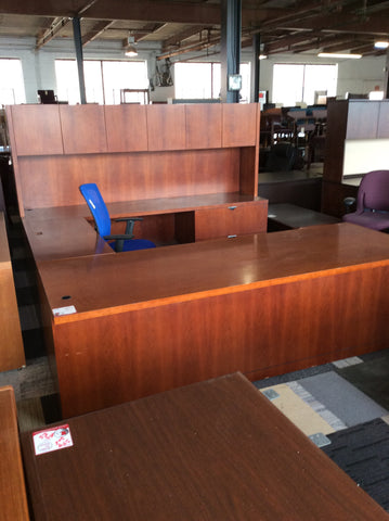 U shape desk with hutch