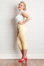 Laden Sie das Bild in den Galerie-Viewer, Farah Flax High Waist Capri Pants