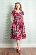 Laden Sie das Bild in den Galerie-Viewer, Felicienne Ruby Floral Day Dress