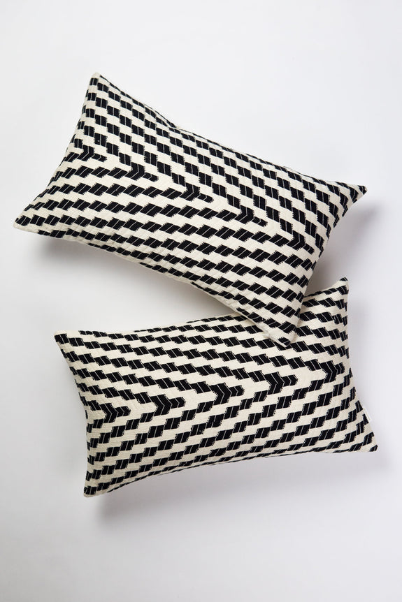 Almolonga Zig Zag Pillow - Black & White
