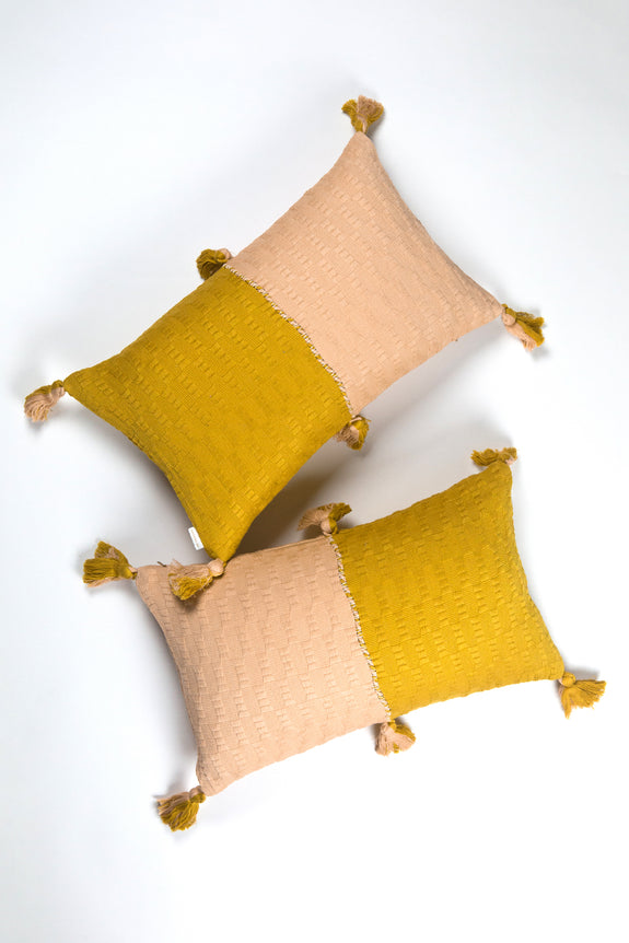 Backordererd: Antigua Pillow - Peach & Ochre Colorblocked