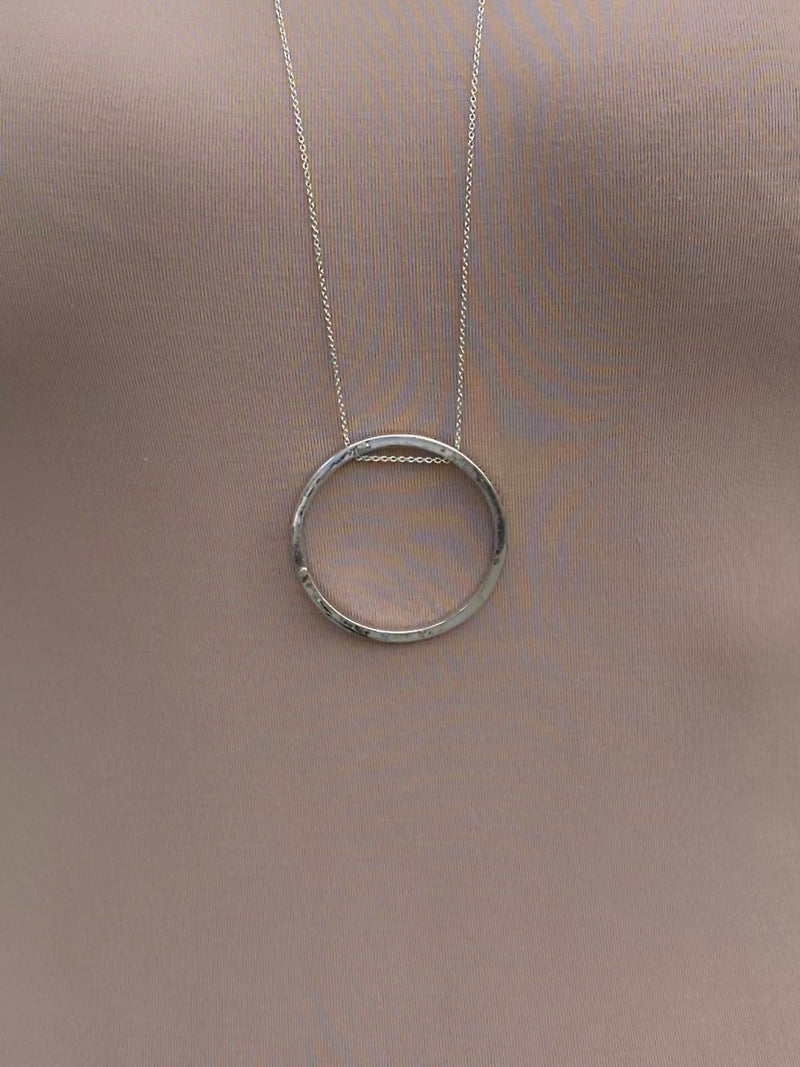 NECKLACE - Silver Hoop
