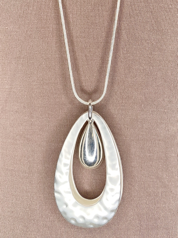 NECKLACE - Mottled Silver Raindrop