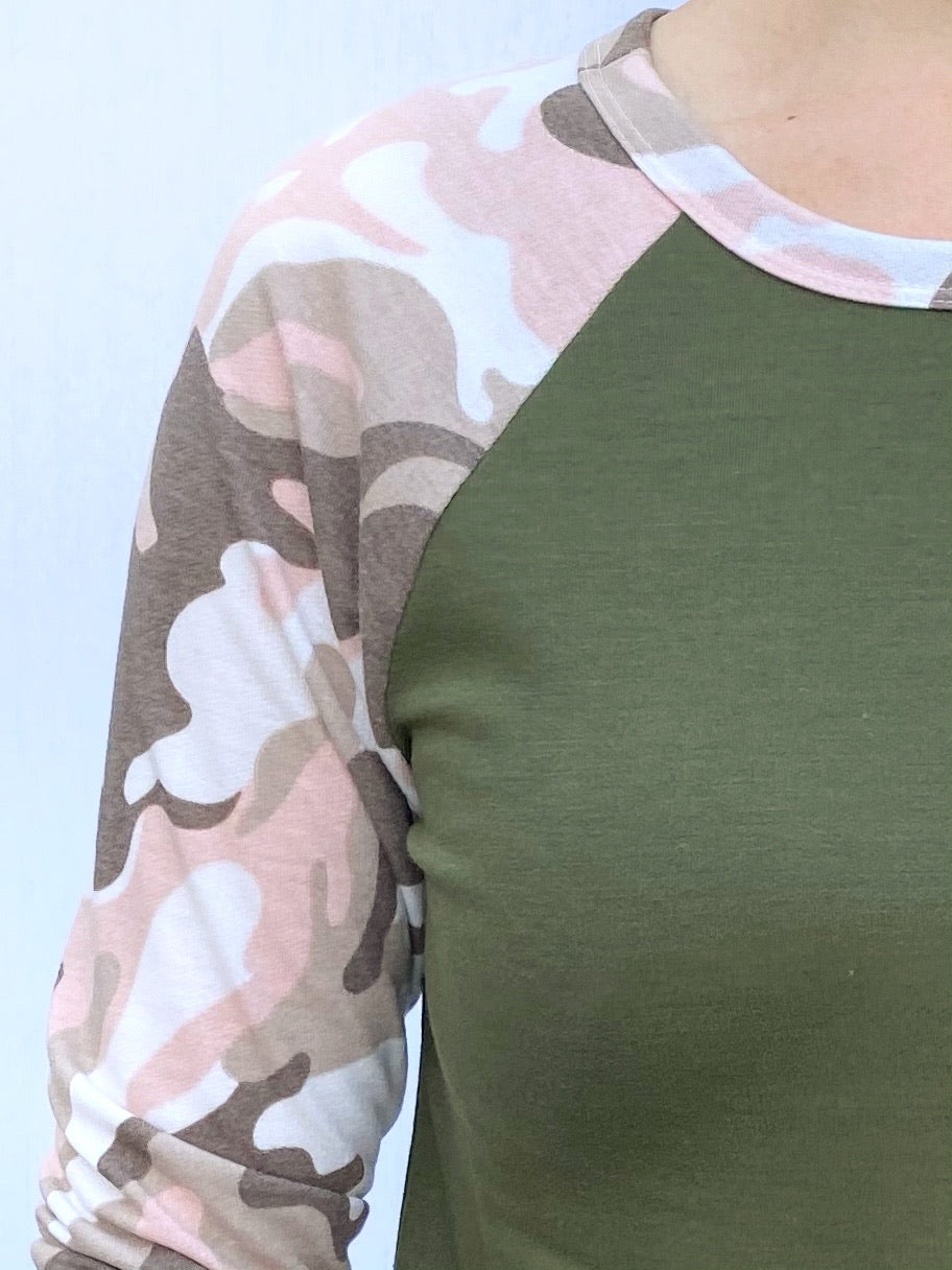 Becca 3/4 Sleeve Camo Lightweight Sweater in Olive