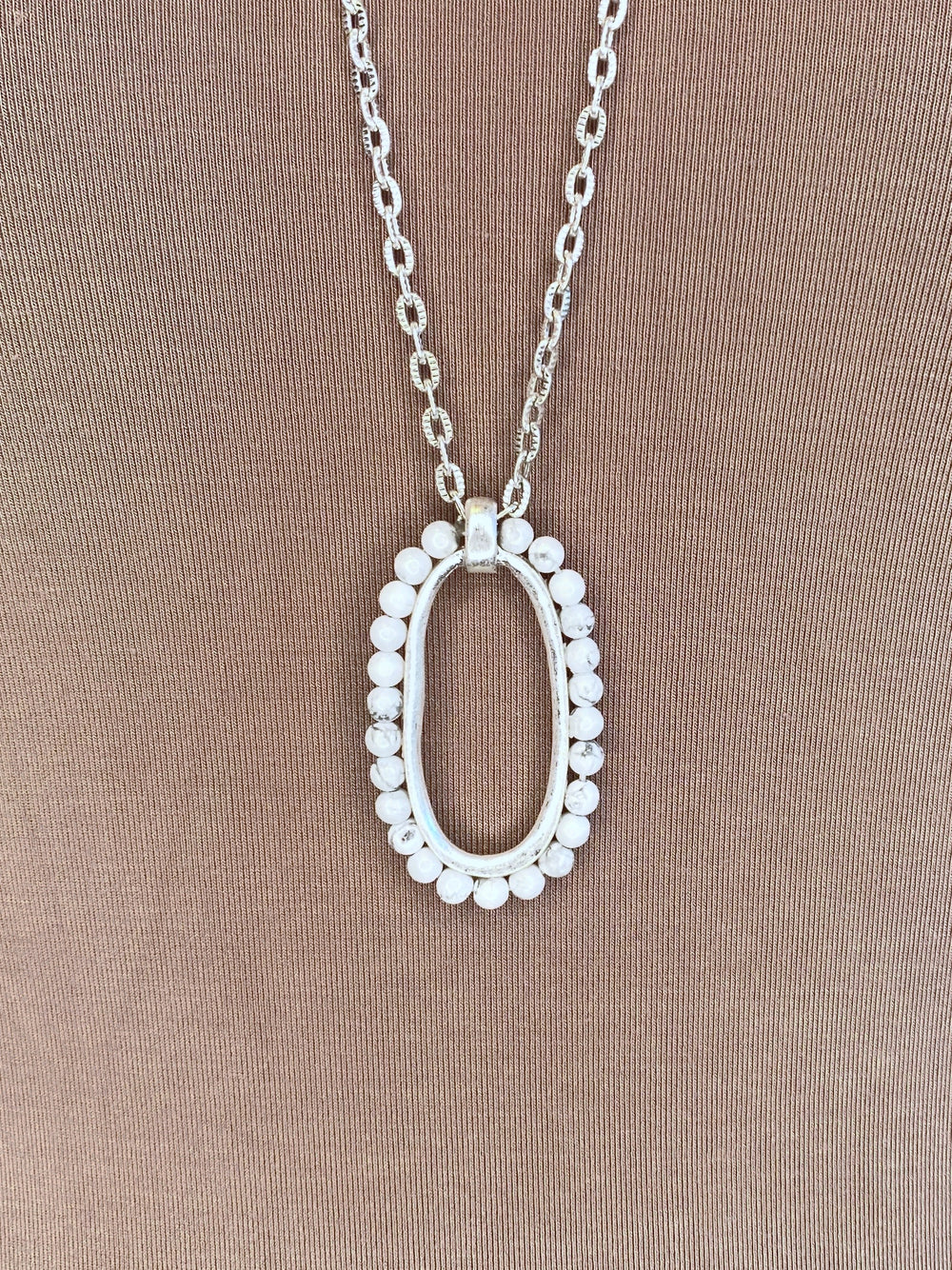 NECKLACE: Howlite Look
