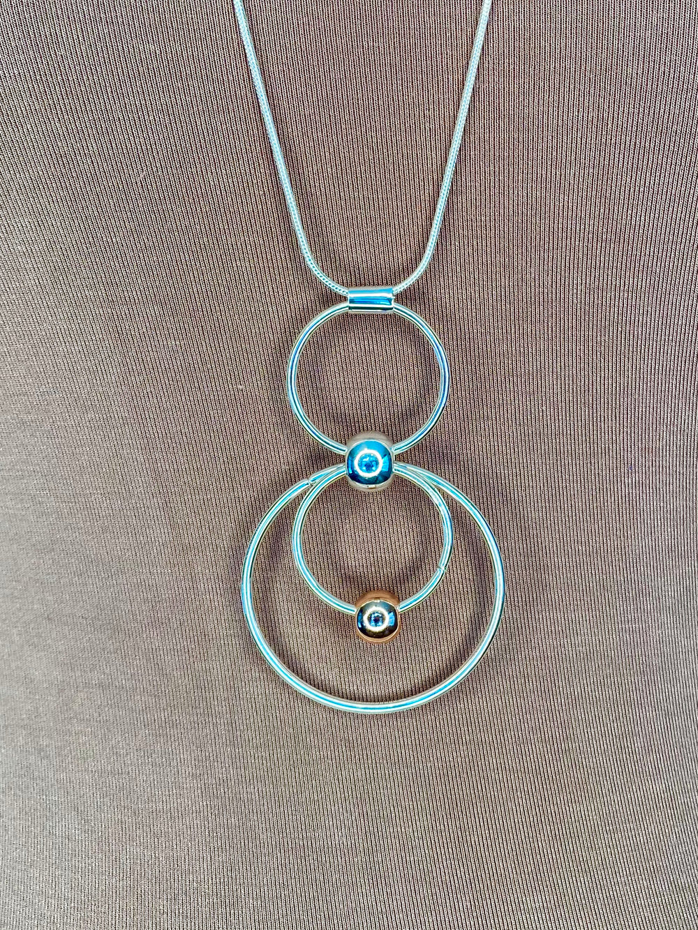 NECKLACE - MIXED METAL FIGURE 8