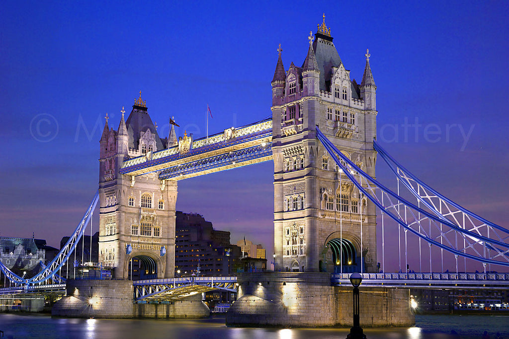 Capturing How Light Dances Across     London's Iconic Tower Bridge