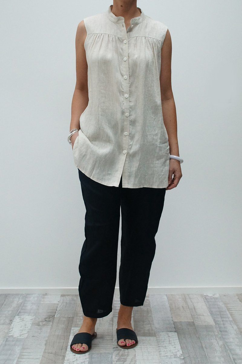 Sleeveless buttoned top