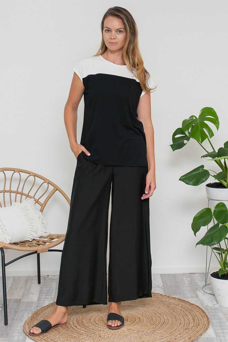wide leg pant in Navy with White long top