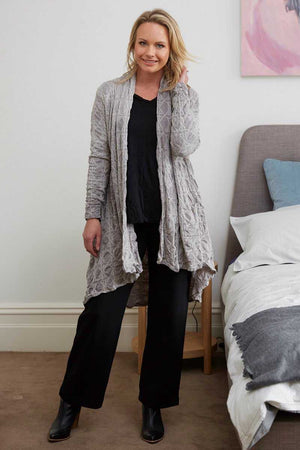 Light grey swing cardigan with pockets and long sleeves