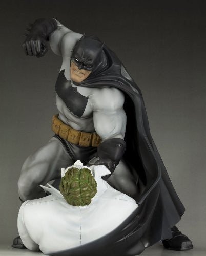 Image 4 for Batman: The Dark Knight Returns - Batman - Joker - ARTFX Statue - 1/6 - Hunt the Dark Knight (Kotobukiya)