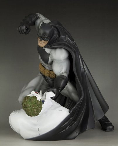 Image 5 for Batman: The Dark Knight Returns - Batman - Joker - ARTFX Statue - 1/6 - Hunt the Dark Knight (Kotobukiya)