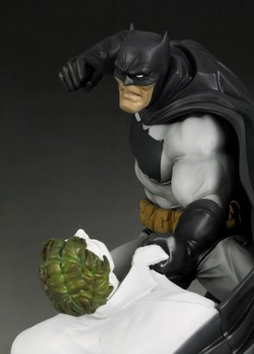 Image 2 for Batman: The Dark Knight Returns - Batman - Joker - ARTFX Statue - 1/6 - Hunt the Dark Knight (Kotobukiya)