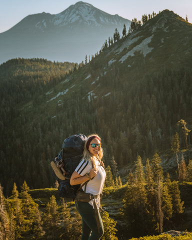 Logan Marie of @her.oregon.life hiking