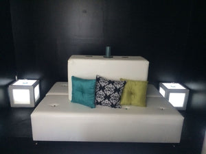 SET  2 Acrylic Cubes & 1 Tufted Rectangular Island - BANQUETTE