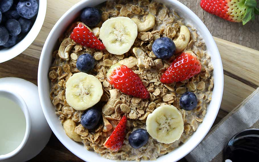 Protein oatmeal with berries and bananas, overnight oats