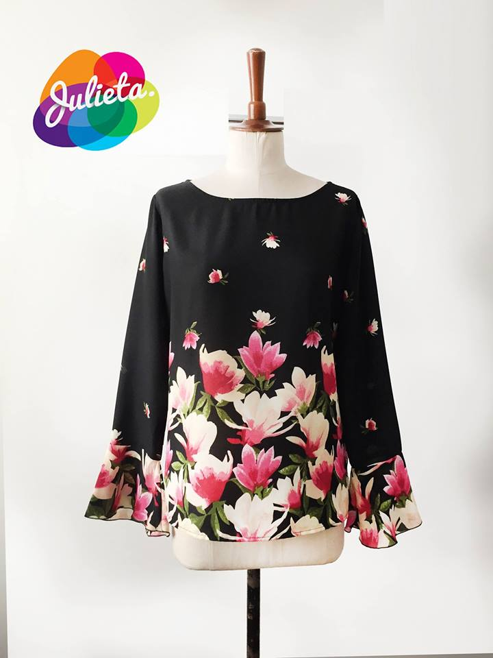 Blusa Simple Volante negra floral