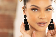 2 square black beaded earring