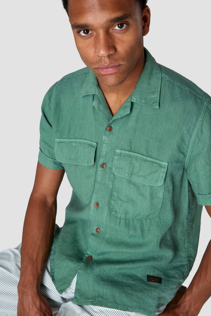 balder short sleeve linen shirt in pear green