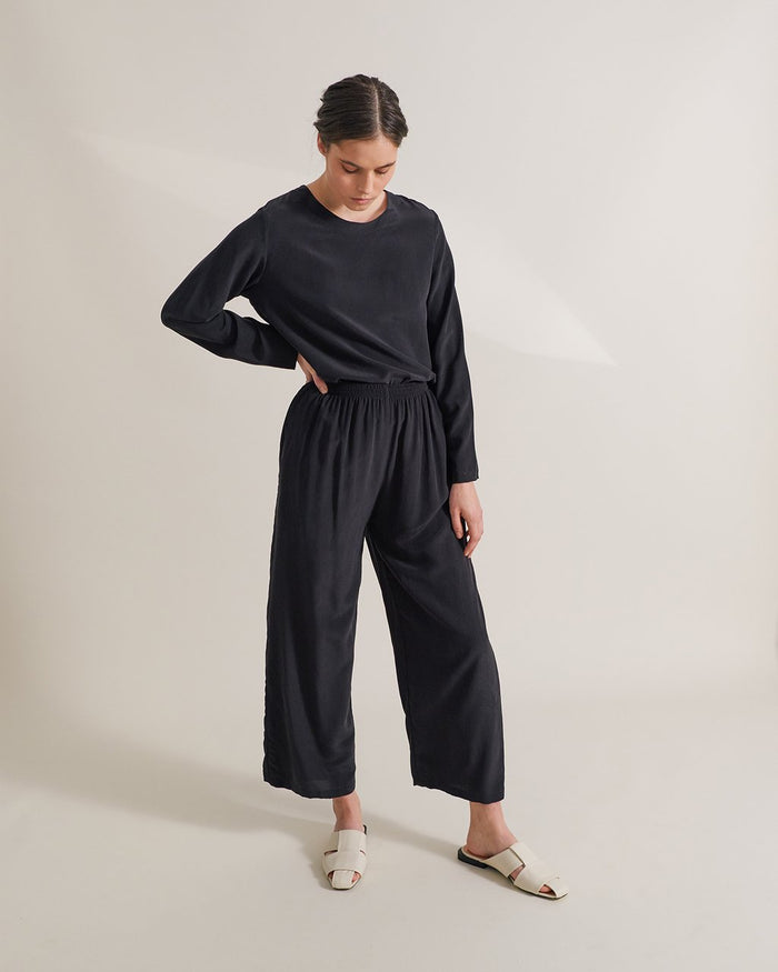 peitha silk pants in black