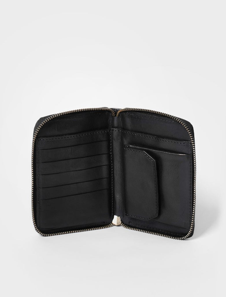 Mid size leather wallet in black