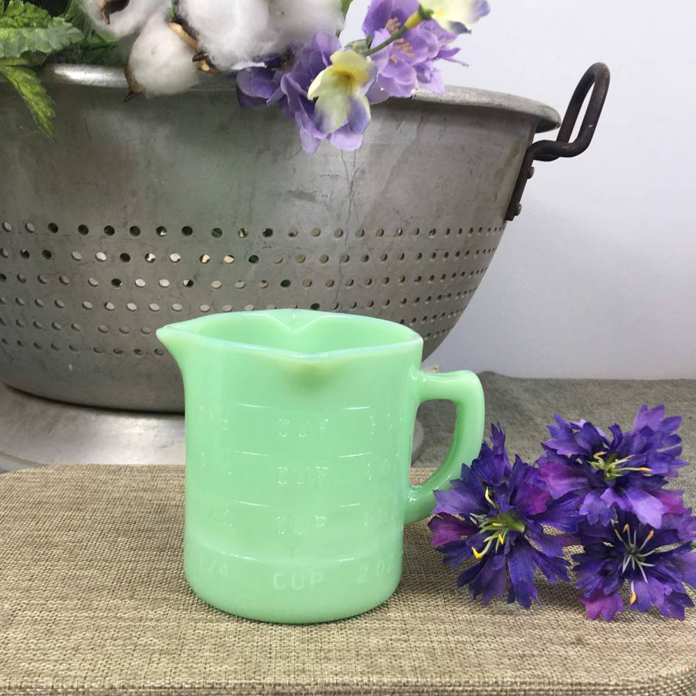 Jadeite Green Glass Measuring Cup - 1 cup / 8 ounces - Vintage Kitchen