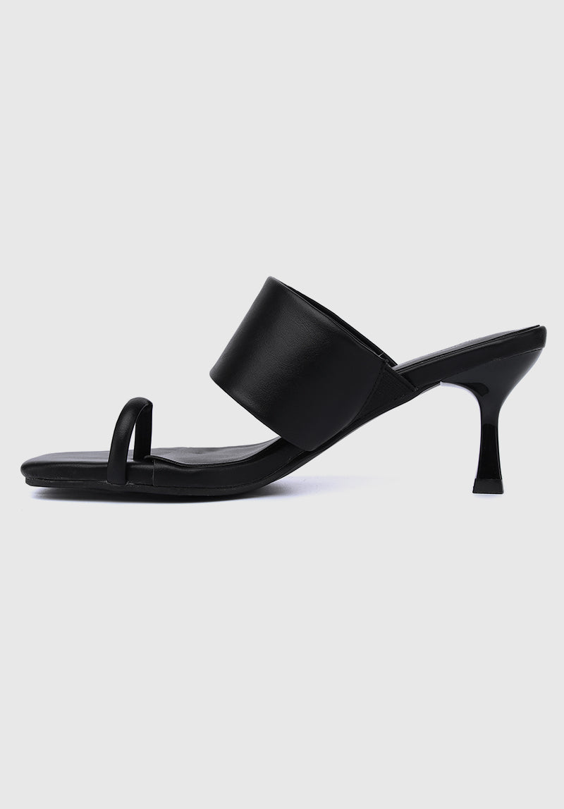Crown Square Toe Heels (Black)
