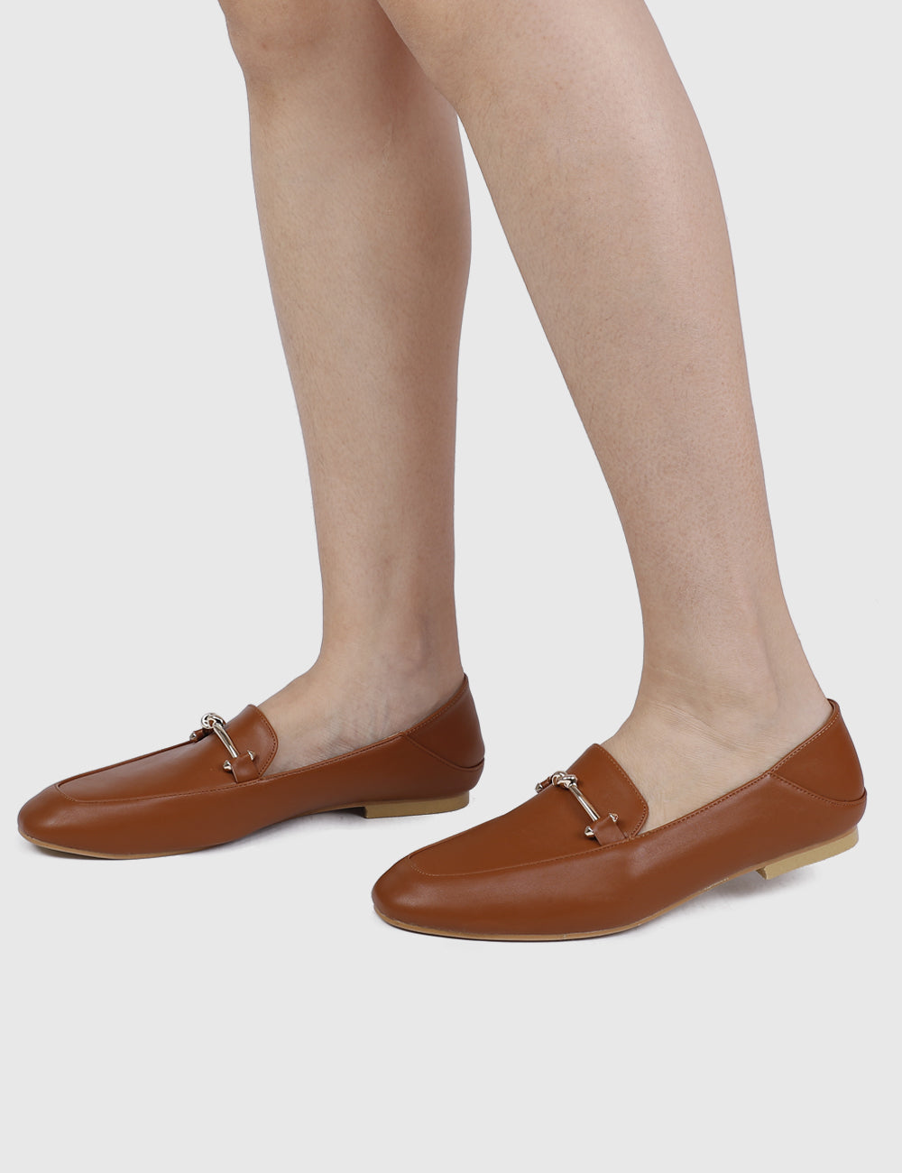 It Girl Rounded Toe Loafers (Brown)
