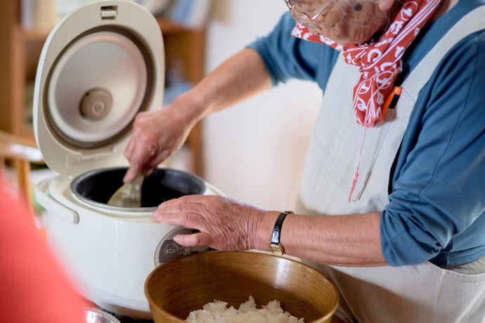 What is a rice cooker and how does it work?