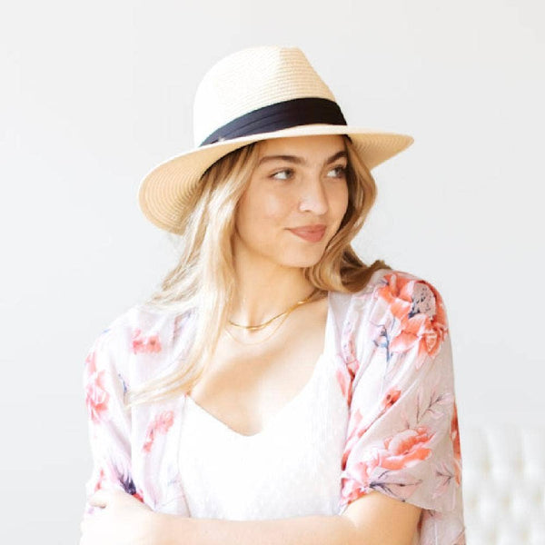 Fedora sunhat with black band.