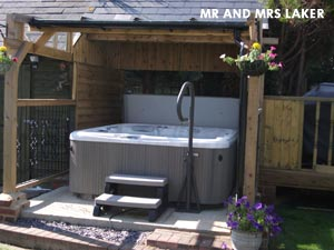 Mr & Mrs Lakers hottub, roofed with stairs