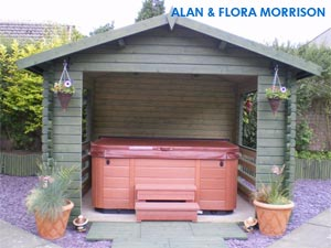 Alan and Floras pink hottub in a beatifull small hut