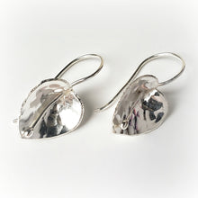 Load image into Gallery viewer, Sterling Silver Flower Earrings -- EF0008