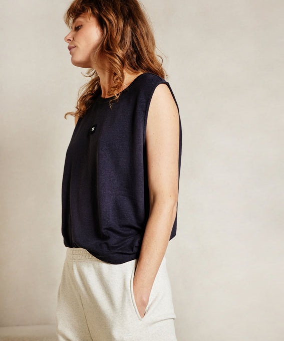 THE SLEEVELESS LINEN TOP