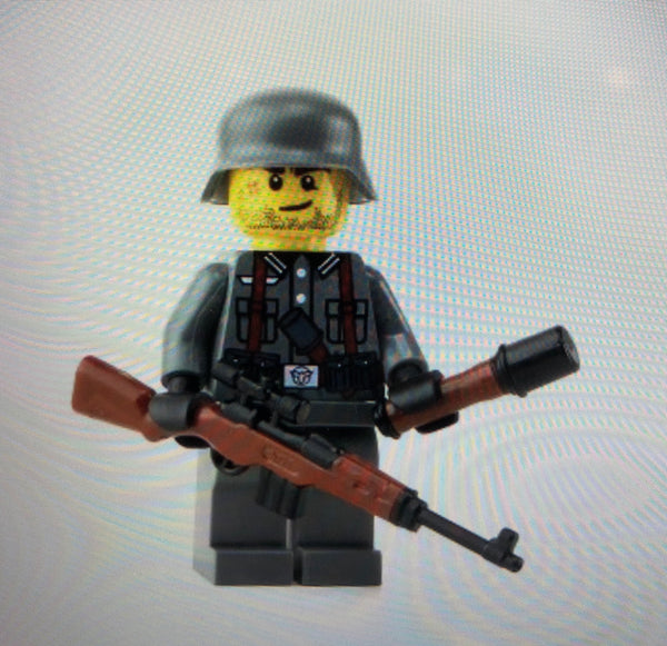 WW2 German Soldier w/ G43 - Battle Brick Customs