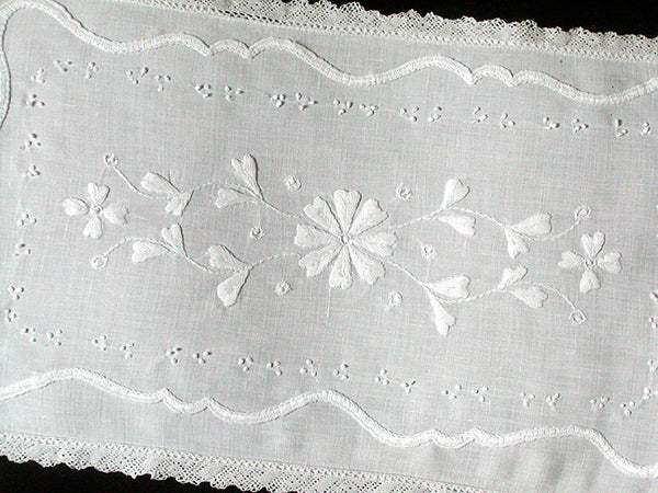Whitework Embroidery Centerpiece Doily Vintage Linen Lace 15x9
