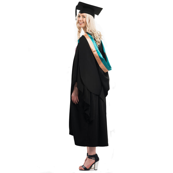 UNE Bachelor Graduation Set
