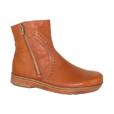 Short leather boot with dual zips in maple | The Bower Tasmania