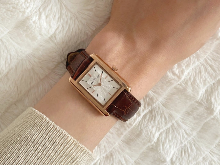One Watch, Two Styles: Legende Gold for her